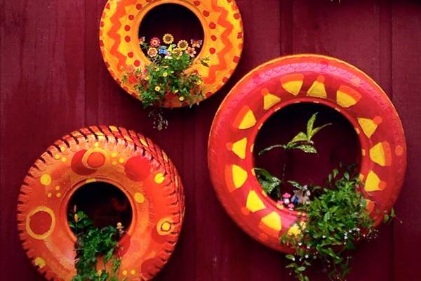 Imaginative Upcycled Garden Art