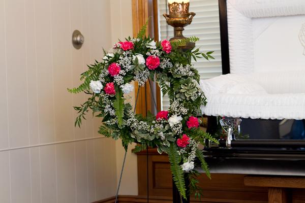 Carnation Classic Wreath